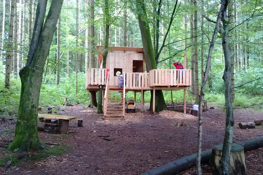 Das Baumhaus ist der neuste Waldplatz.