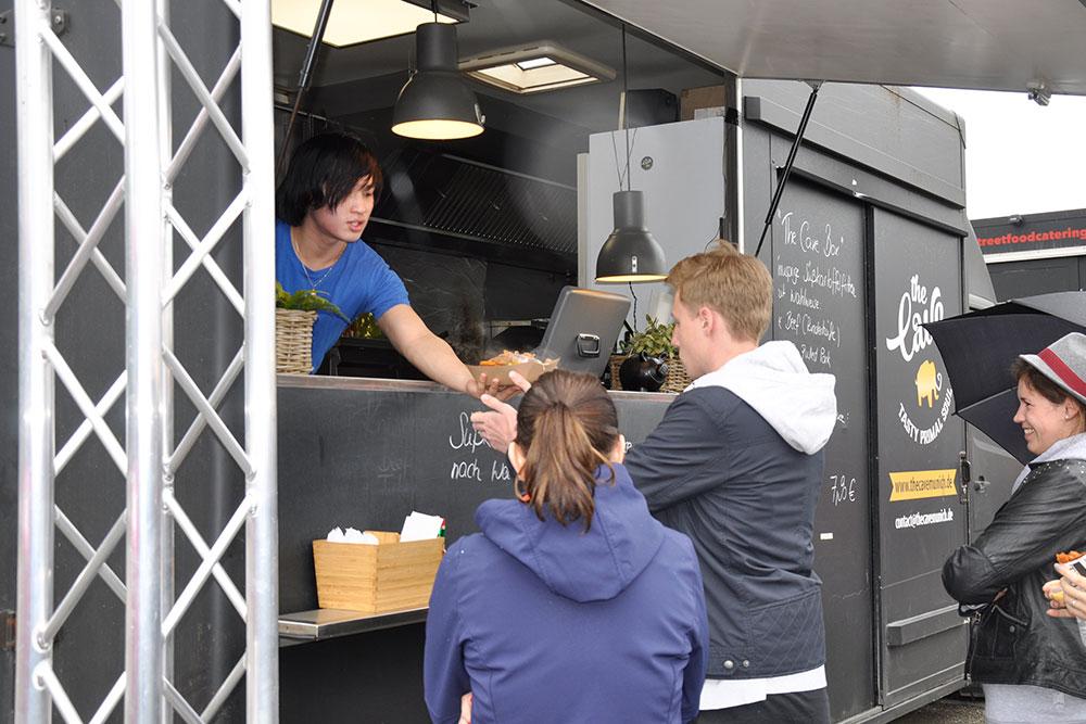 """Food Trucks: """"Einmal die Cave-Box für Claus mit C!"""""""