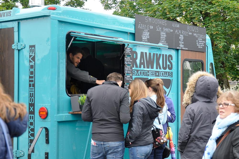 Food Trucks: Ein Slim Shaky, bitte! Max nimmt die Bestellungen auf