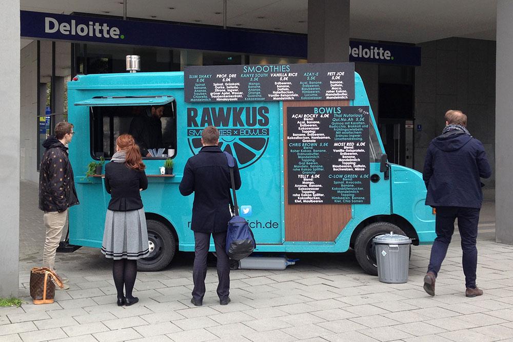 Der Rawkus-Truck - ein urbaner Farbtupfer (Foto: Tobi Schnorpfeil)