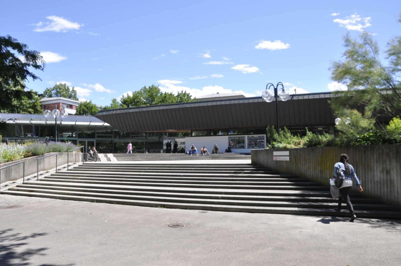 Der Zugang zum Ku'Ko im Rosenheimer Salingarten.