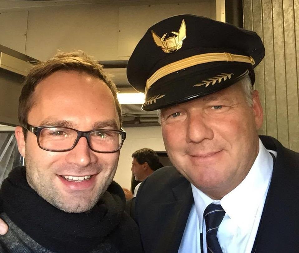 Andi Thieme und Lufthansa-Pilot Mike.