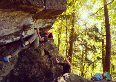 @kevin_bechthold bouldert in Magic Wood, Schweiz.
